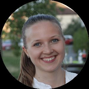 """""""Erfahrungen sammeln, ein persönliches Netzwerk aufbauen und vor allem mit Spaß und Kreativität zusammen Neues erschaffen - das ist für mich cogita!"""" - Lena, 22, Alumni"""