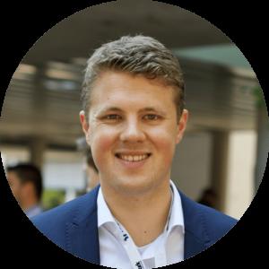 """""""Nirgendwo sonst findet man ein vergleichbares Mindset, eine vergleichbare Zielorientierung und die Bereitschaft auf eigene oder gemeinsame Ziele hinzuarbeiten."""" - Christoph, 25, Alumni"""