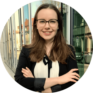 """""""Bei cogita kannst du dir ein neuesfreundschaftliches Netzwerkaufbauen und dich gemeinsam weiterentwickeln, sowohl in fachlicher, als auch in persönlicher Hinsicht."""" - Ramona, 23, Alumna"""