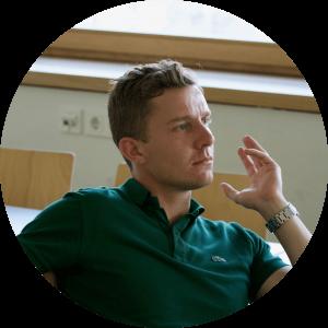 """""""Bei Cogita bist du Teil eines dynamischen und zielstrebigen Teams, welches dir ermöglicht deine Umgebung und dich selbst weiterzuentwickeln."""" - Tobias, 24, Alumnus"""